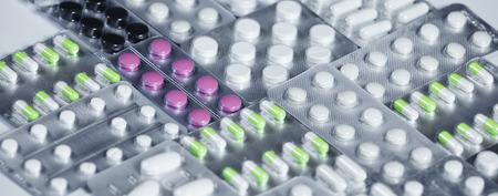 Pharmaceuticals antibiotics pills medicine. colorful antibacterials pills on white background. capsule pill medicine 免版税图像