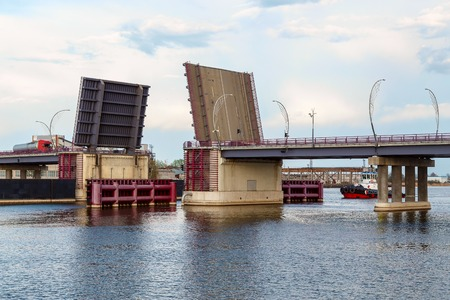 Drawbridge in action, Ventspils, Latvia 版權商用圖片