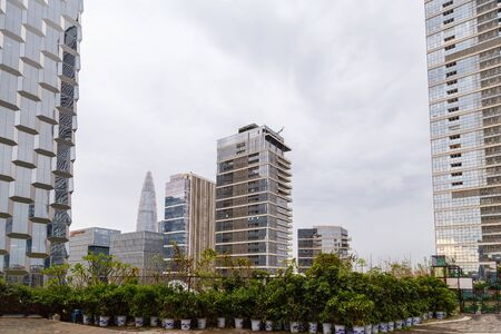 View of the metropolis from the rooftop cafe Shenzhen, China, municipal buildings Imagens