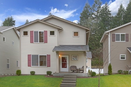 Two story tall American Northwest house Stock Photo - 12313695