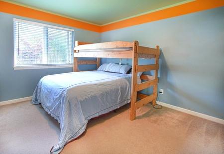 elegante camera da letto con pareti giallo chiaro e abbinati ... - Pareti Azzurre Camera Da Letto