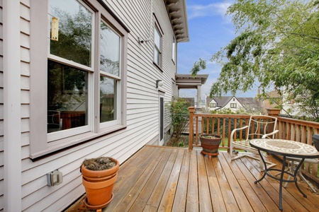 deck: Nice small side deck with table and chairs Stock Photo