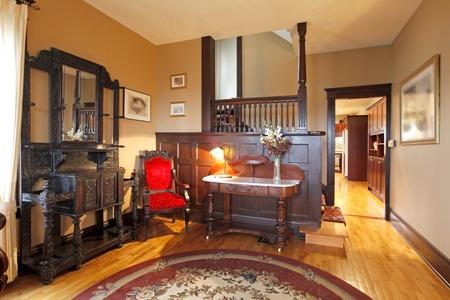 caoba: Madera de caoba en una hermosa sala de estar Foto de archivo