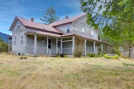 Build in 1907 diary farm house near Mt. Ranier in Ashford, Washingston State Stock Photo - 12312200