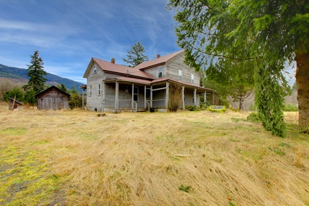 110 years old diary farm house near Mt. Ranier in Washingston State Stock Photo - 12312202