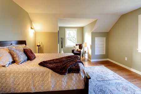 Modern fresh bedroom wtih oak floor and browns bedding photo