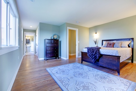 Modern fresh bedroom wtih oak floor and browns bedding photo