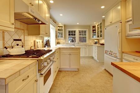 Gele Keuken 6 : Gele crème witte luxe keuken royalty vrije foto plaatjes beelden