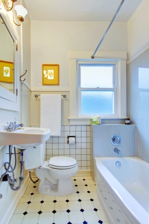 White old simple bathroom with tub and sink. Foto de archivo