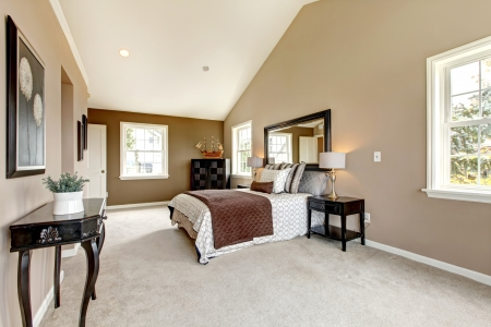 luxury bedroom: Large classic luxury bedroom with brown and white and beige carpet.