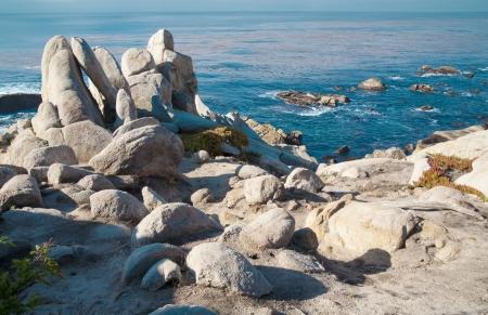 beautifu: Beautifu Pacific Ocean seascape with rocks.