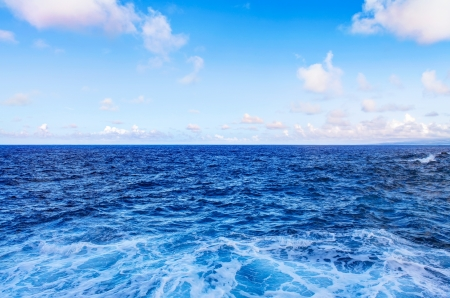 Ocean water waves and blue sky with white clouds. 版權商用圖片