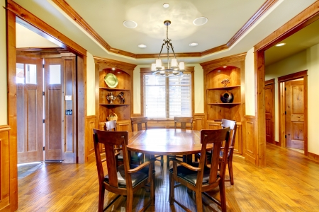 mold: Luxury mountain home diining room with wood molding and hardwood.