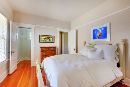 Bedroom with white bed and cherry hardwood floor. Stock Photo - 16727768