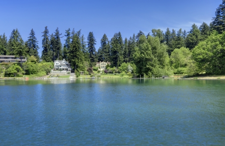 gravelly: Lake waterfront with houses. Gravelly lake in Lakewood, WA. Stock Photo