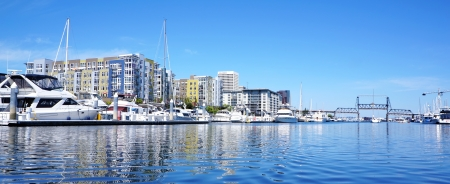 tacoma: TACOMA downtown marina with modern apartment building and boats  Stock Photo