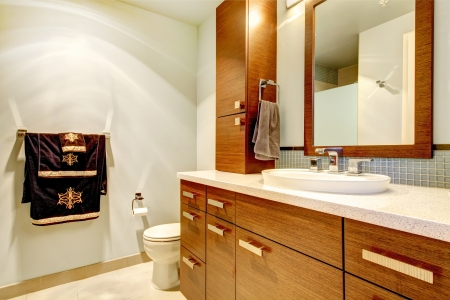bathroom mirror: Classic bathroom interior with modern cabinets