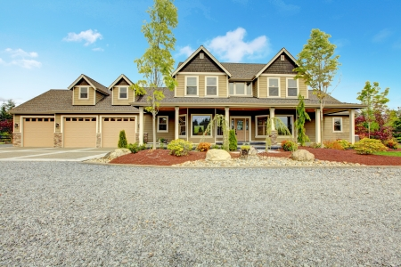 driveways: Large farm country house with gravel driveway and green landscape.