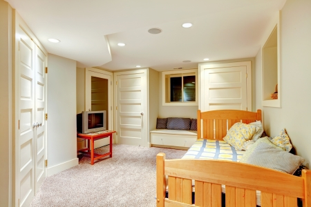 many doors: Clean and bright minimalistic basement bedroom with window bench and many doors.