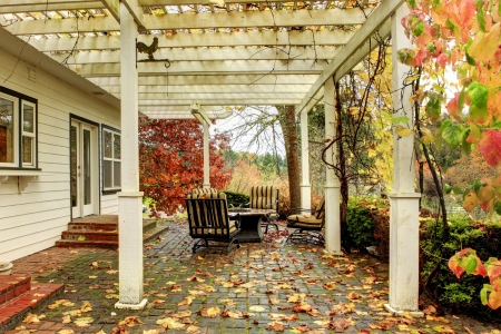 gig: Northwest horse ranch white house with fall changing leaves and white fence. Stock Photo