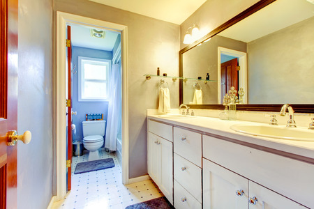 Bathroom interior Stock Photo - 28591152