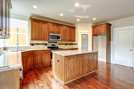 splash back: Bright kitchen room with wooden storage, tile floor. Tile decorated back splash.
