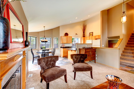 Interior De La Cocina Moderna Con Zona De Comedor. Habitación ...