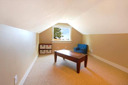 Leere Zimmer In Einem Fixer Upper Mit Einem Schönen Blick ...
