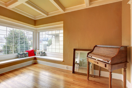 in ceiling: Empty room with a coffered ceiling, hardwood floor. Corner decorated with an antique chest and mirror Stock Photo