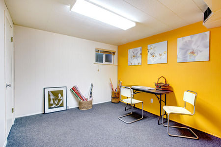 without window: White and yellow art room without window. Blue carpet floor Stock Photo