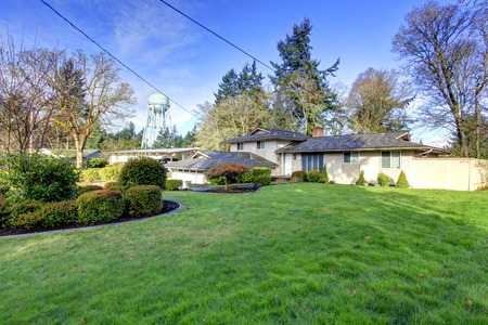curb appeal: Siding house with beautiful green curb appeal Stock Photo