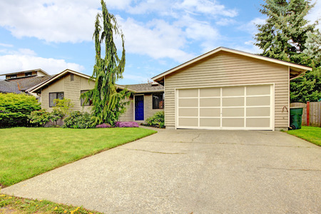 driveways: View of clapboard siding house with attached garage and concrete floor driveway. Stock Photo
