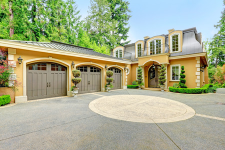 luxury house: Luxury house with beautiful curb appeal