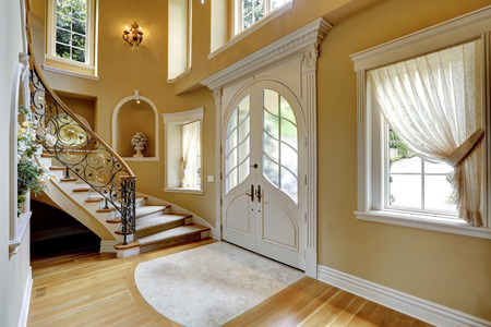 niche: Beautiful high ceiling entrance hall with staircase and decorated niches in the walls