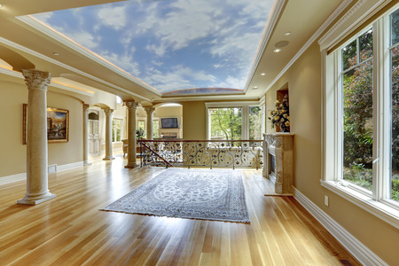 glass ceiling: Empty living room with glass ceiling and columns