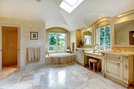 vaulted ceiling: Spacious luxury bathroom with high vaulted ceiling and velux window