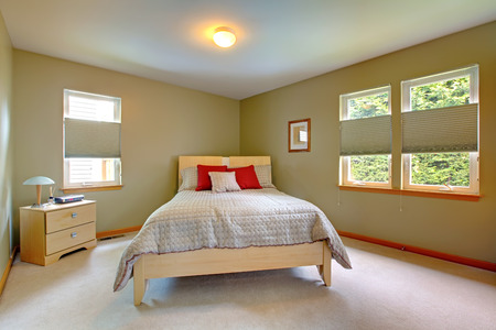 Large and bright room with bed for guests with many windows