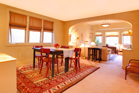 Spacious dining room with table set and view of living room 版權商用圖片 - 28401861
