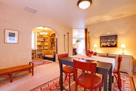 Dining room with arch way 版權商用圖片 - 28401865