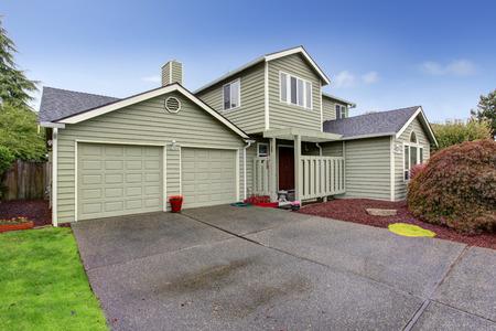 Extrieur De La Maison Avec Porche DEntre Et Garage Avec Une Alle