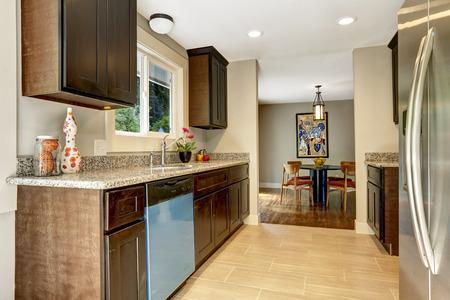 Kleine Küche Und Eingangsbereich Eines Hauses Lizenzfreie Fotos ...