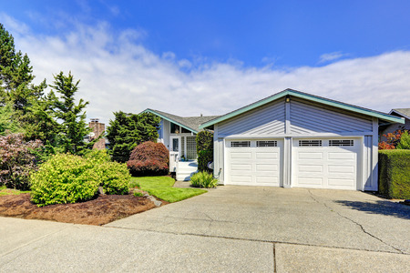 garage on house: House exterior with curb appeal. View of garage and driveway Stock Photo