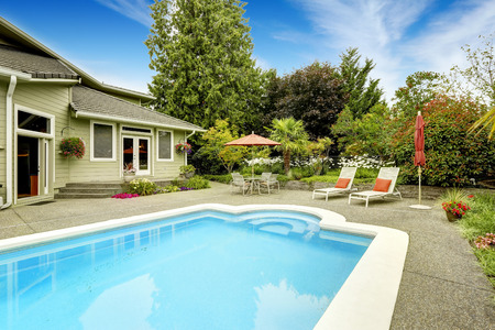 outside of house: Backyard with swimming pool and patio area.Real estate in Federal Way, WA Stock Photo