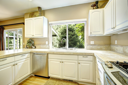 kitchen cabinets: White kitchen cabinets with steel appliances and light tone hardwood floor