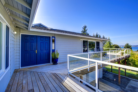 screened: House with wrap-around screened walk-out deck overlooking beautiful bay view Stock Photo
