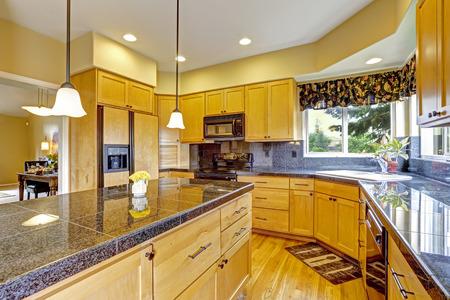 granite: Kitchen room with backsplash trim, granite tops and black appliances Stock Photo