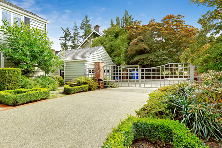 tacoma: Luxury real estate in Tacoma, WA. House with driveway and large entance gate. Front yard landscape design Stock Photo
