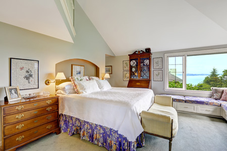 master bedroom: Spacious master bedroom with high vaulted ceiling and sitting area by the window