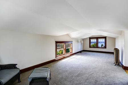 vaulted ceiling: Spacious empty room with bay view. Low vaulted ceiling and carpet floor