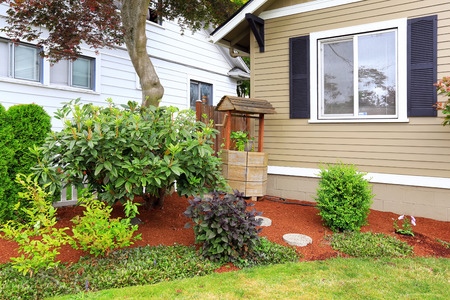 draw well: House with front yard landscape and decorated draw well in the corner